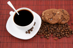 Coffee with chocolate cookies Royalty Free Stock Images