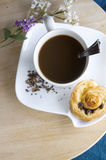 Coffee with cinnamon roll Royalty Free Stock Photos