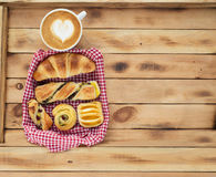Coffee with cinnamon roll Royalty Free Stock Photo