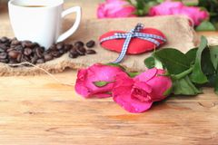 Coffee with coffee beans and red hearts. Royalty Free Stock Photos