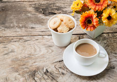 Coffee and cookies on wood table Royalty Free Stock Photography