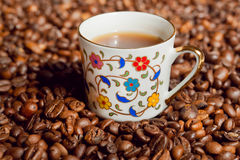 Coffee cup and background with coffee beans. Royalty Free Stock Photos