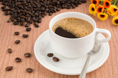 A coffee cup and beans Royalty Free Stock Photography