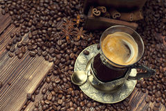 Coffee cup, beans and old coffee grinder Royalty Free Stock Photos