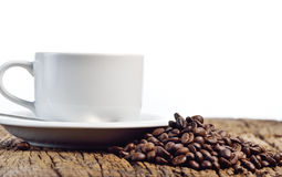 Coffee cup and beans on a white background Royalty Free Stock Photos