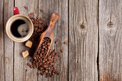 Coffee cup and beans on wooden table Stock Photography