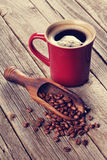 Coffee cup and beans on wooden table Royalty Free Stock Photography