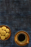 Coffee cup and biscuits Royalty Free Stock Images