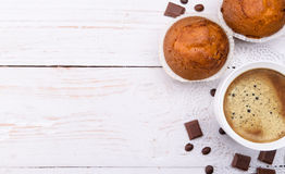 Coffee cup with a cake . Royalty Free Stock Images