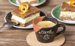 Coffee cup and chocolate cake Royalty Free Stock Images