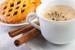 Coffee cup with cinnamon sticks Stock Photography