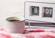 Coffee cup and clock Royalty Free Stock Photography