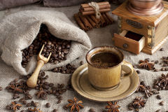 Coffee cup with coffee bag on wooden table Royalty Free Stock Photography