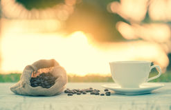 Coffee cup and coffee bean Royalty Free Stock Images