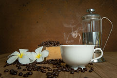 Coffee cup and coffee bean Royalty Free Stock Image