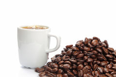Coffee cup and coffee beans Royalty Free Stock Images