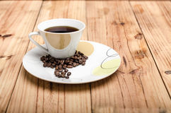 Coffee cup with coffee beans Royalty Free Stock Photography