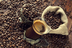 Coffee cup and coffee grains Stock Photos