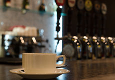 Coffee cup on a counter in a bar Royalty Free Stock Photos