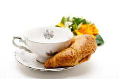 Coffee cup with croissant Royalty Free Stock Images