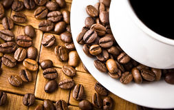 Coffee cup with fresh coffe beans Stock Images