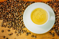 Coffee. Cup and gain with aromatic Royalty Free Stock Photography