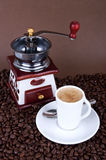 Coffee cup with grinder Royalty Free Stock Images