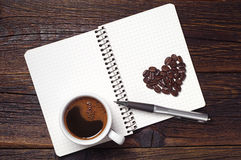 Coffee cup and notepad Royalty Free Stock Photos