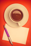 Coffee cup and papernote on table Stock Photography
