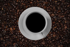 Coffee cup and roasted coffee beans Royalty Free Stock Photos