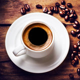 Coffee cup with roasted coffee beans  on wooden background, clos Royalty Free Stock Photos