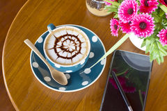 Coffee cup and smartphone Royalty Free Stock Photos