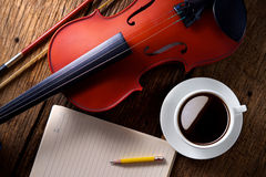 Coffee cup with violin Royalty Free Stock Images