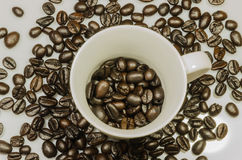 Coffee cup whit roasted beens Royalty Free Stock Photos