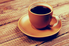 Coffee cup on a wooden table Royalty Free Stock Photos
