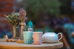 Coffee cups in an outdoor cafe Royalty Free Stock Images