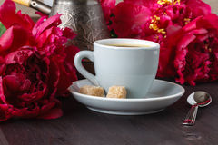 Coffee and delicate bouquet of peonies Royalty Free Stock Photography