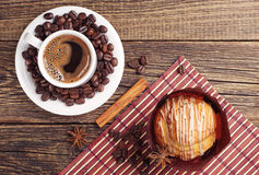 Coffee and delicious muffin Royalty Free Stock Photography