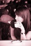 coffee drinking woman Στοκ φωτογραφία με δικαίωμα ελεύθερης χρήσης