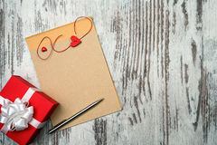 Coffee and empty notepad with red gift box Royalty Free Stock Photos