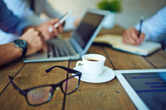 Coffee and eyeglasses Royalty Free Stock Photos