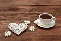Coffee with flowers for lovers of flavor.. Meeting for coffee is a good opportunity for flowers and romatyczne meeting Stock Photos