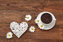 Coffee with flowers for lovers of flavor.. Meeting for coffee is a good opportunity for flowers and romatyczne meeting Stock Photography