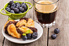 Coffee with fresh blueberries Royalty Free Stock Images