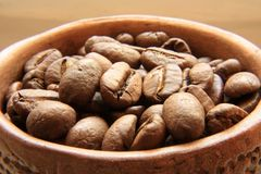 Coffee grains in a bowl Royalty Free Stock Photos