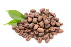 Coffee grains and leaves isolated on the white backgrounds. Stock Photography