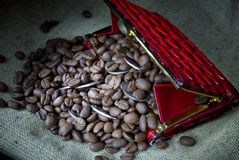 Coffee grains and money in a purse Royalty Free Stock Photos