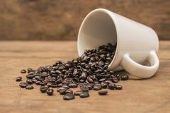 Coffee grains and mug Royalty Free Stock Photos