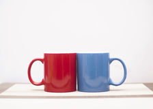 Coffee love. A pair of red and blue coffee mugs Royalty Free Stock Photos
