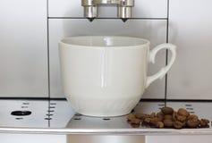 Coffee machine brews coffee Royalty Free Stock Photos